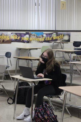 Junior Bella Capaculli rests her head on her hand while doing chemistry work on her chrome book. One major concern with students going back full time is their ability to focus on work for long periods of time.